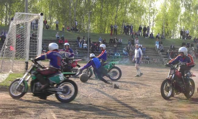 Мотобольные матчи в Коврове проходят на мотоцикле созданном еще в 80-е годы прошлого века.