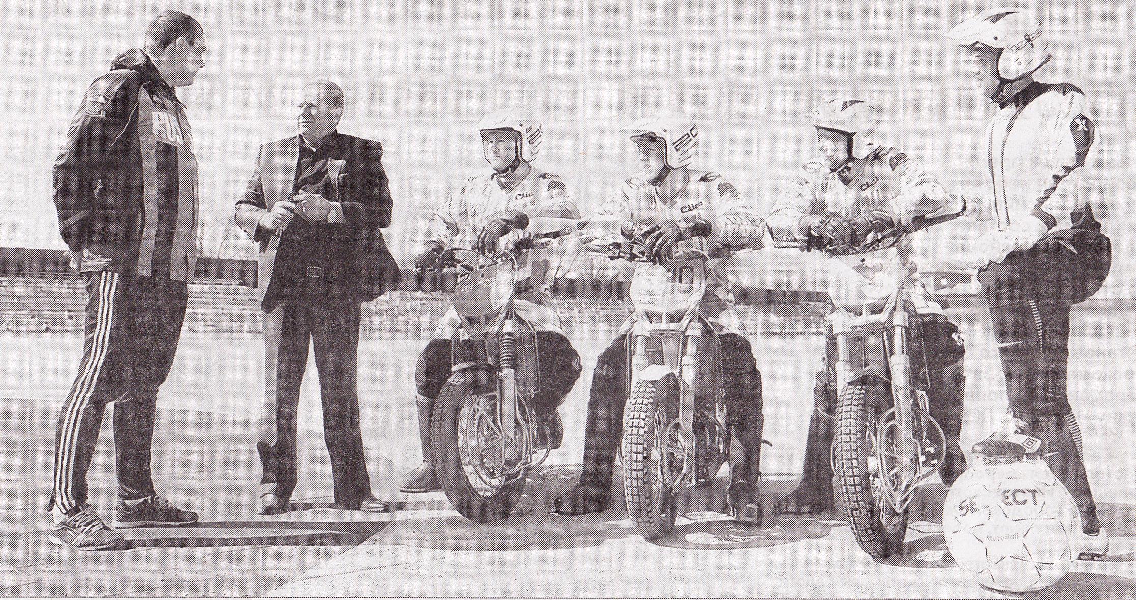 Иван Ивановичу Сподину всегда есть, что обсудить с ипатовскими мотоболистами.